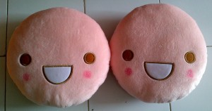 Bantal Emot Peach