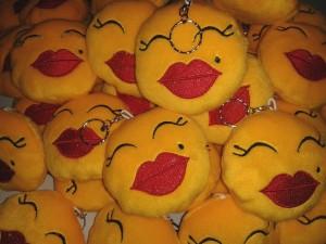 Gantungan Emoticon Kissed