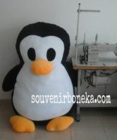 Boneka Penguin Jumbo